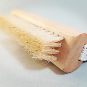 spazzolina per le unghie con pietra pomice