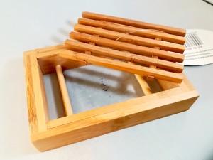 portasapone in legno di bamboo aperto
