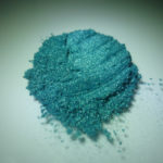 Mica verde-blu pavone